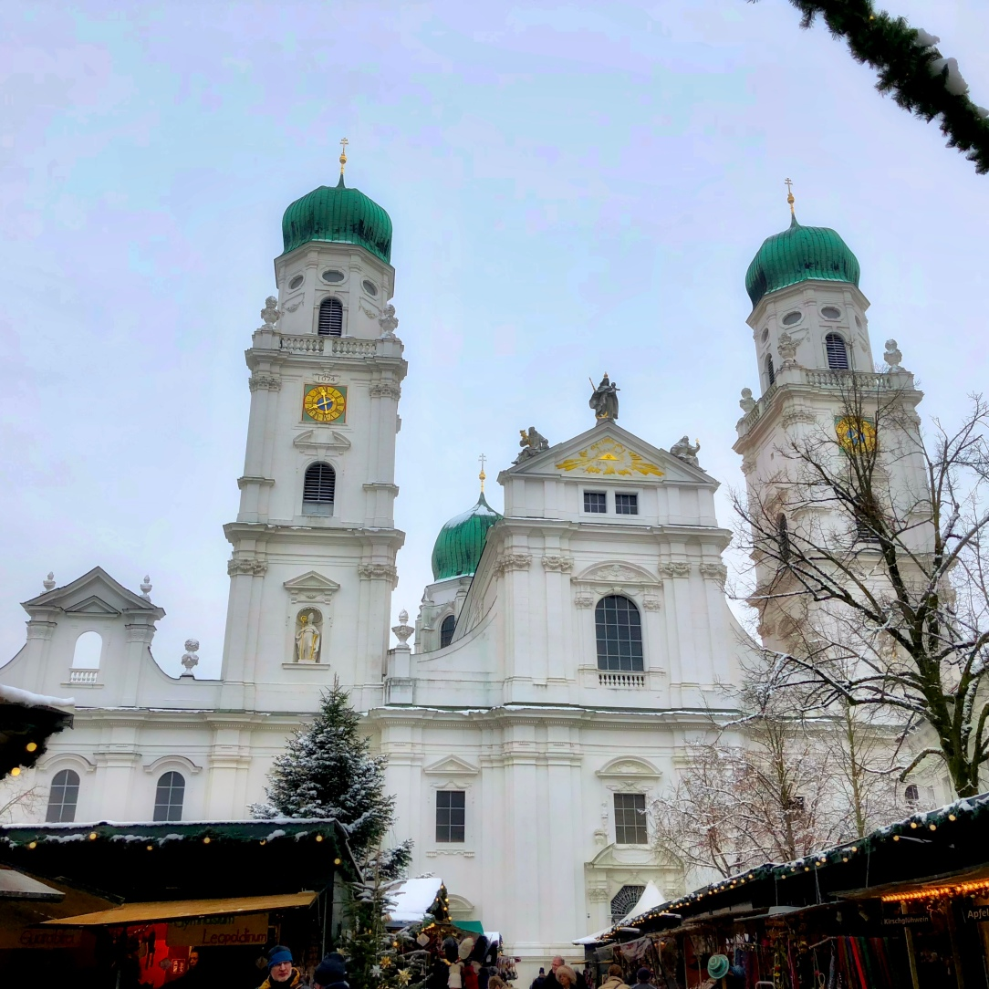 Christmas Market and exterior, St. Stephens