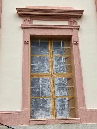 Close-up fake window